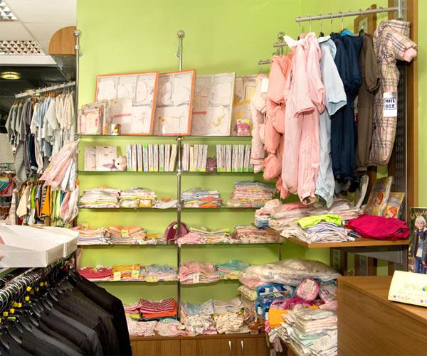 Одяг для новонароджених в магазині